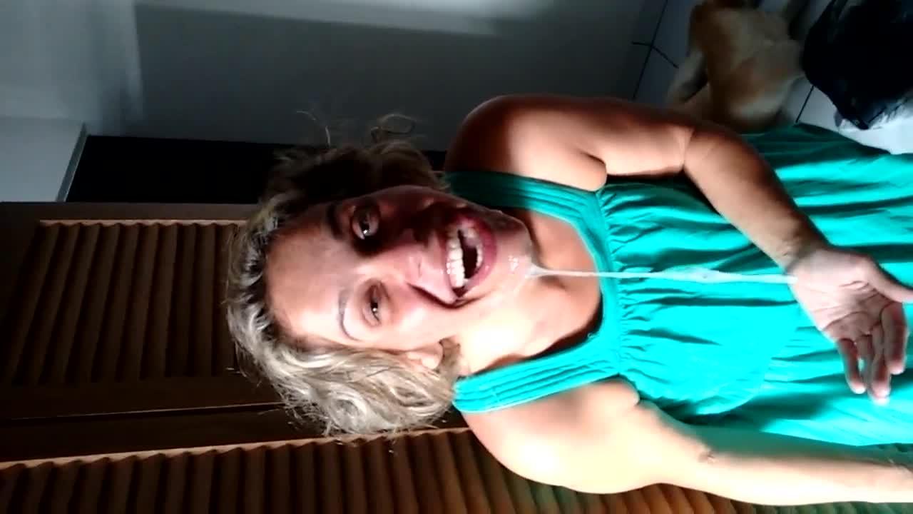 Novinha que adora porra na cara