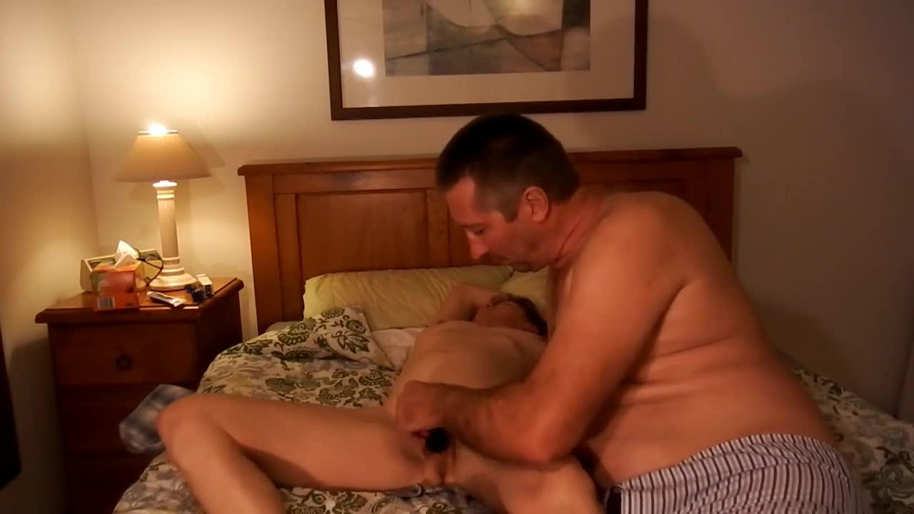 Brincando bastante com a esposa peludinha em casa