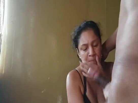 Casada madura de boca no piru do vizinho