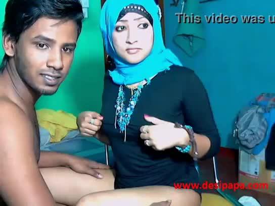 Ninfeta indiana caiu na net com o namorado comendo ela