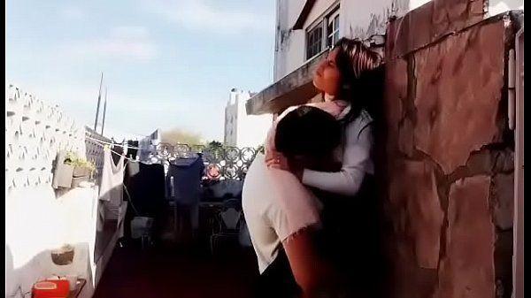 Estudante gostosinha fodendo no quintal de casa