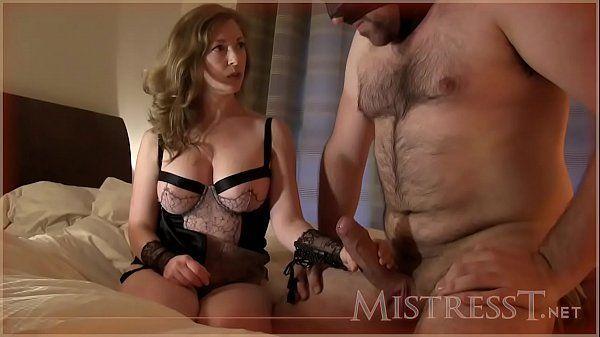 Esposa dominadora gemendo de prazer