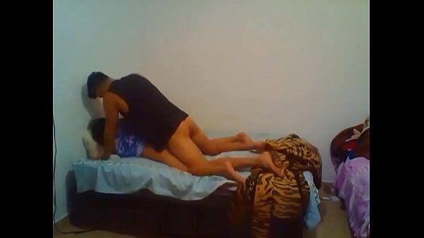 Pedindo rola ao namorado na madrugada