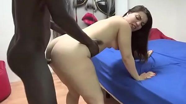 Safada fazendo anal na pica grande do negão