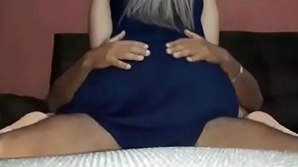 Esposa carente sentando gostoso na pica do marido