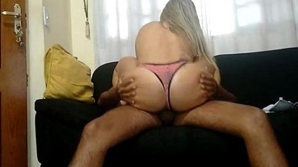 Esposa tarada acorda cedo pra sentar na pica