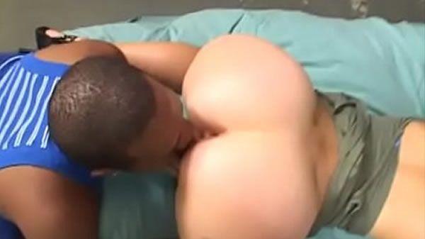 Negão mecânico metendo a pica na cliente