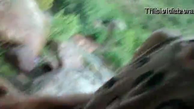 Casada trepando no meio do mato