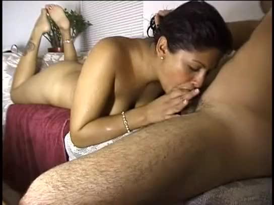 Esposa tarada trepando com o amante