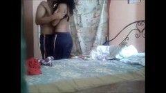Namorado traçando a sua putinha gostosa no quarto da sogra