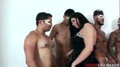 Brasileira gulosa fazendo orgia com 5 caras