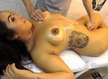 Morena boqueteira gozou com massagem gostosa e oral