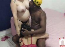 Foda caseira com grávida e ninfeta gulosa mamando o negão roludo