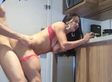 Dotadão amador comendo o cuzinho da empregada rabuda